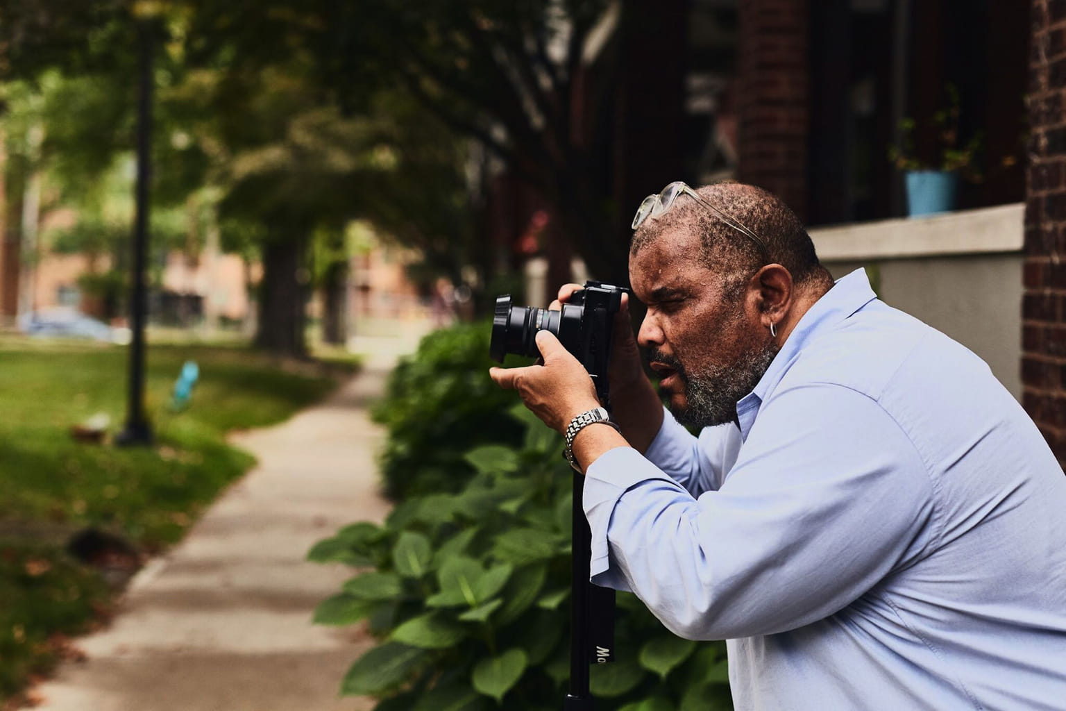 Dawoud Bey working in Celeveland, OH Photo © Mike Majewski/Front Triennial