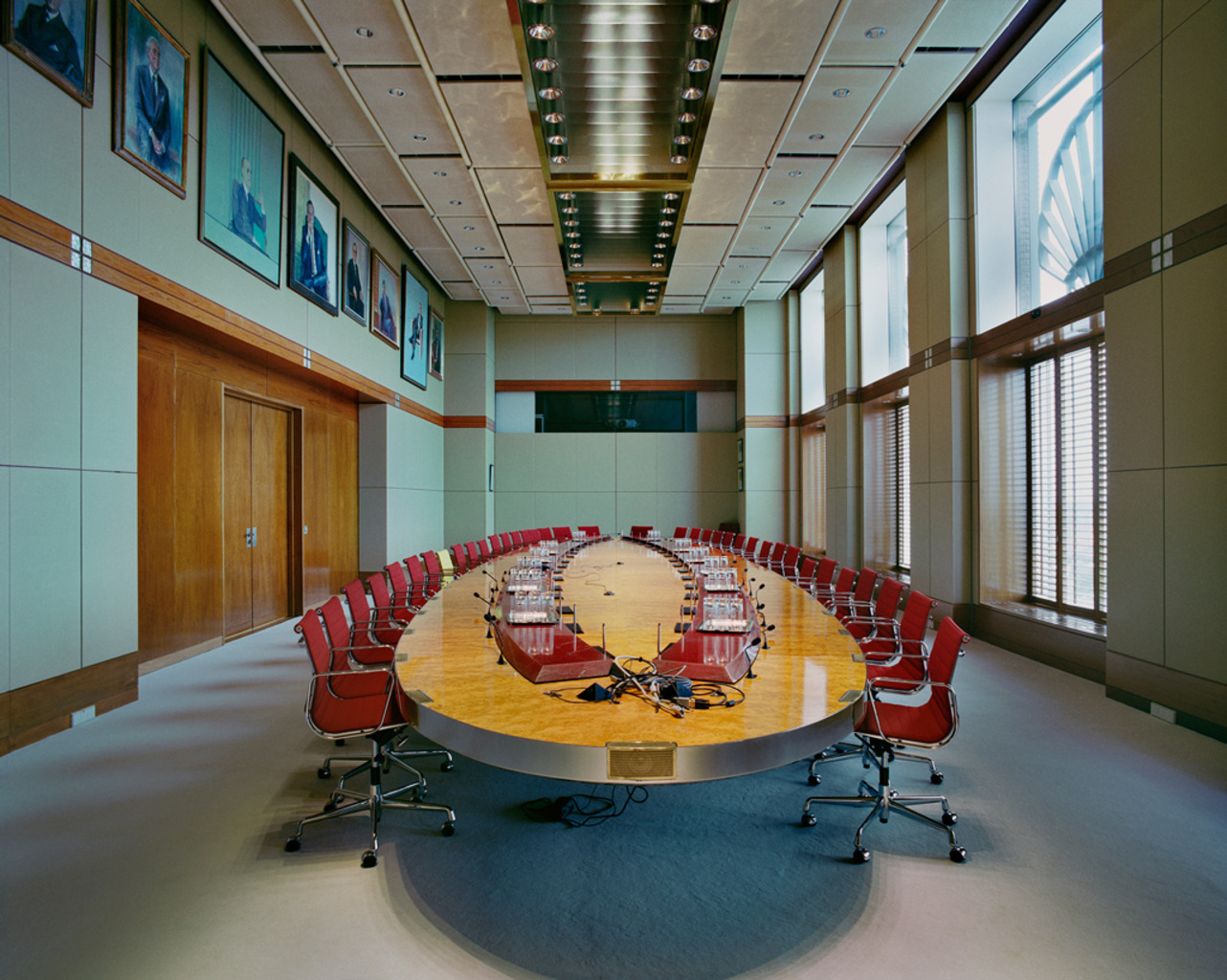 The meeting table of the Board of Directors of Royal Dutch Shell The Table of Power 2 The Hague, Netherlands 7 June 2010