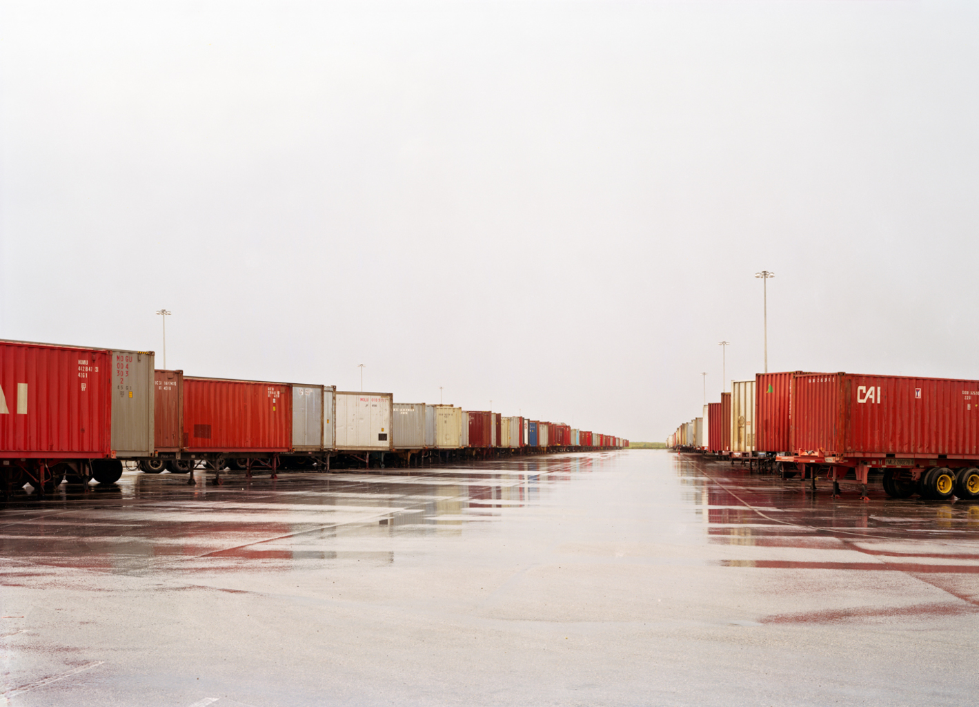 Untitled (Red Containers, Wet Ground), Fort Worth, Texas, 2000 </i) © Victoria Sambunaris