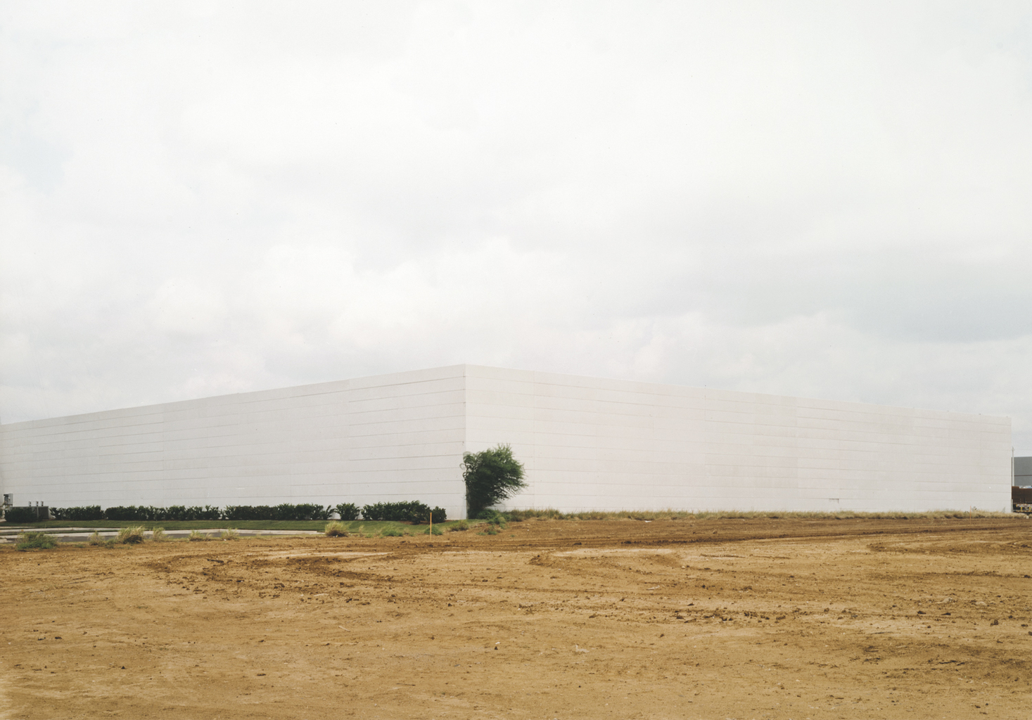 Untitled (White Building with Bush), 2000  © Victoria Sambunaris